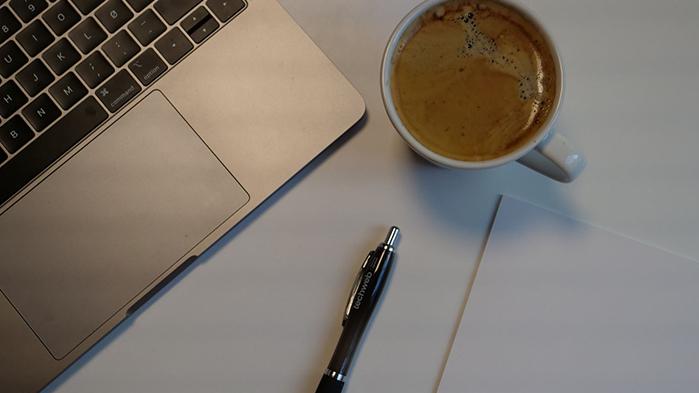 Skrive innhold selv, eller hyre inn et byrå?